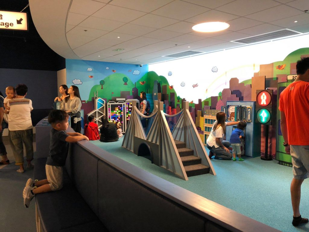 There are so many inexpensive activities to do in Hong Kong for kids. One of the best activities to do is to go to one of the many museums in Hong Kong.